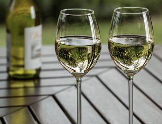 white wine glasses.001